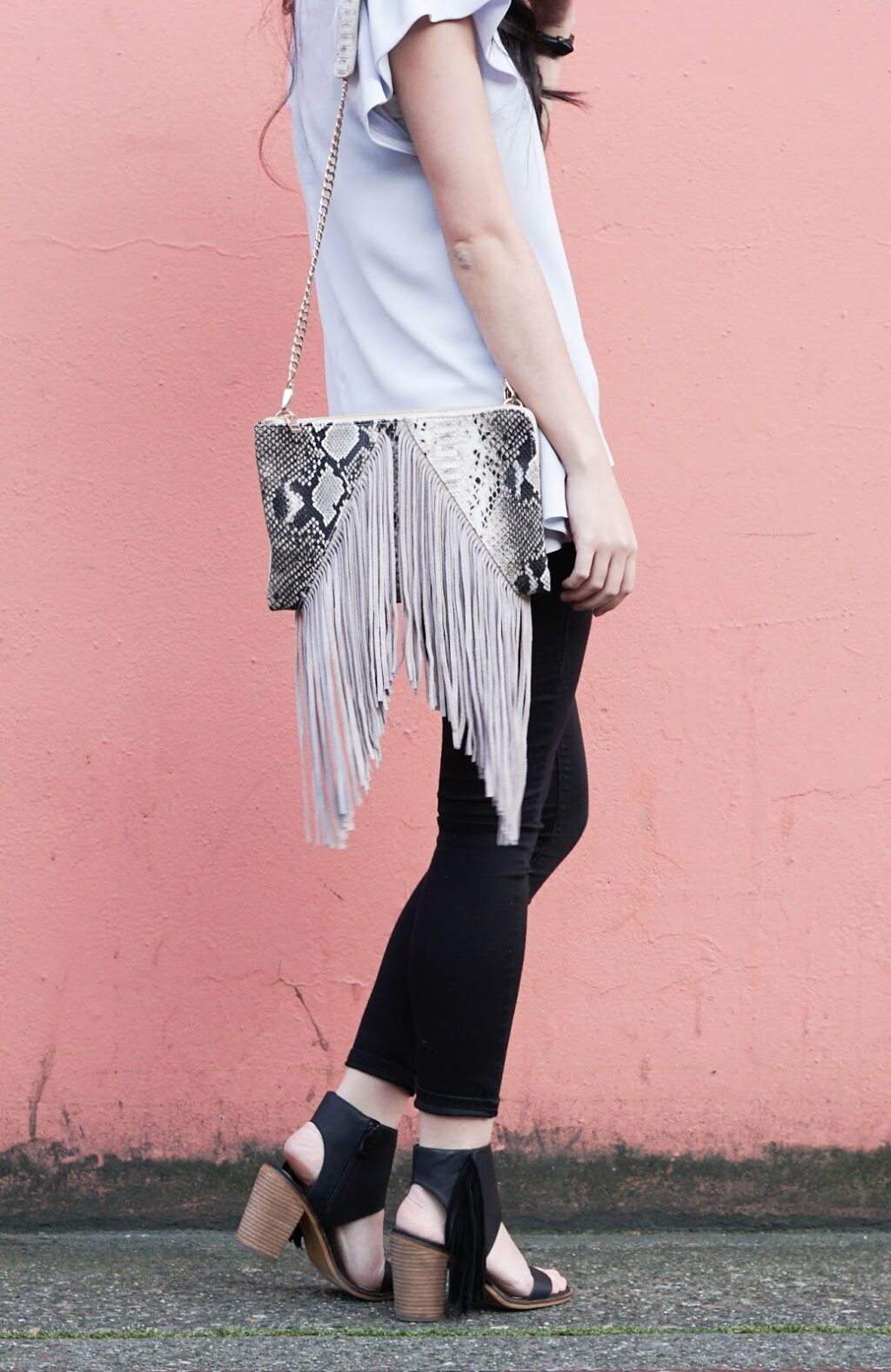 justatinabit-fringe-crossbody-bag-and-shoes-sandals-fashion