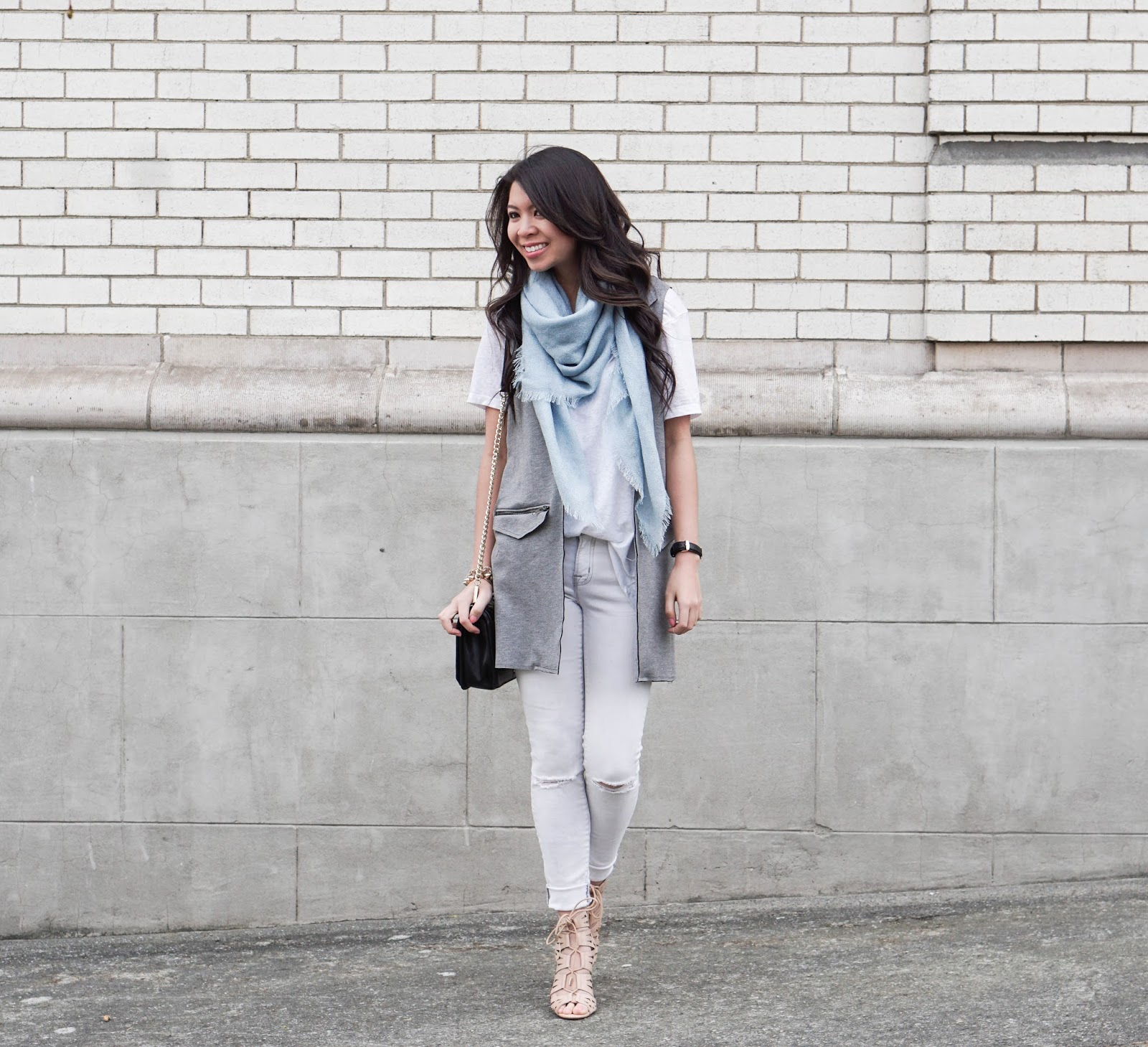 f6c0641624 White Vest And Jeans Outfit