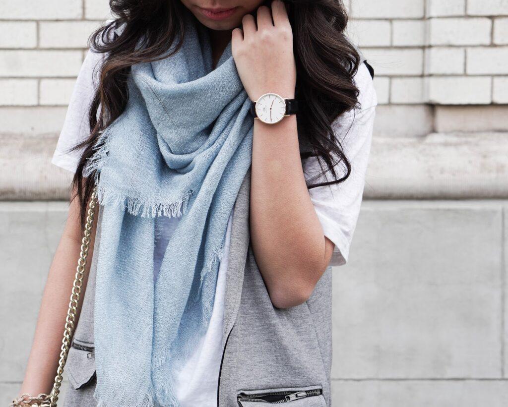justatinabit-top-shop-vest-white-tee-jeans-jessica-simpson-emerita