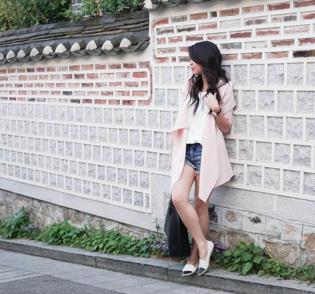 justatinabit-bukchon-hanok-village-seoul-korea-blush-trench-cardigan-8telier-tank-madden-girl-poppyy-espadrilles-flat-travel-style-comfort