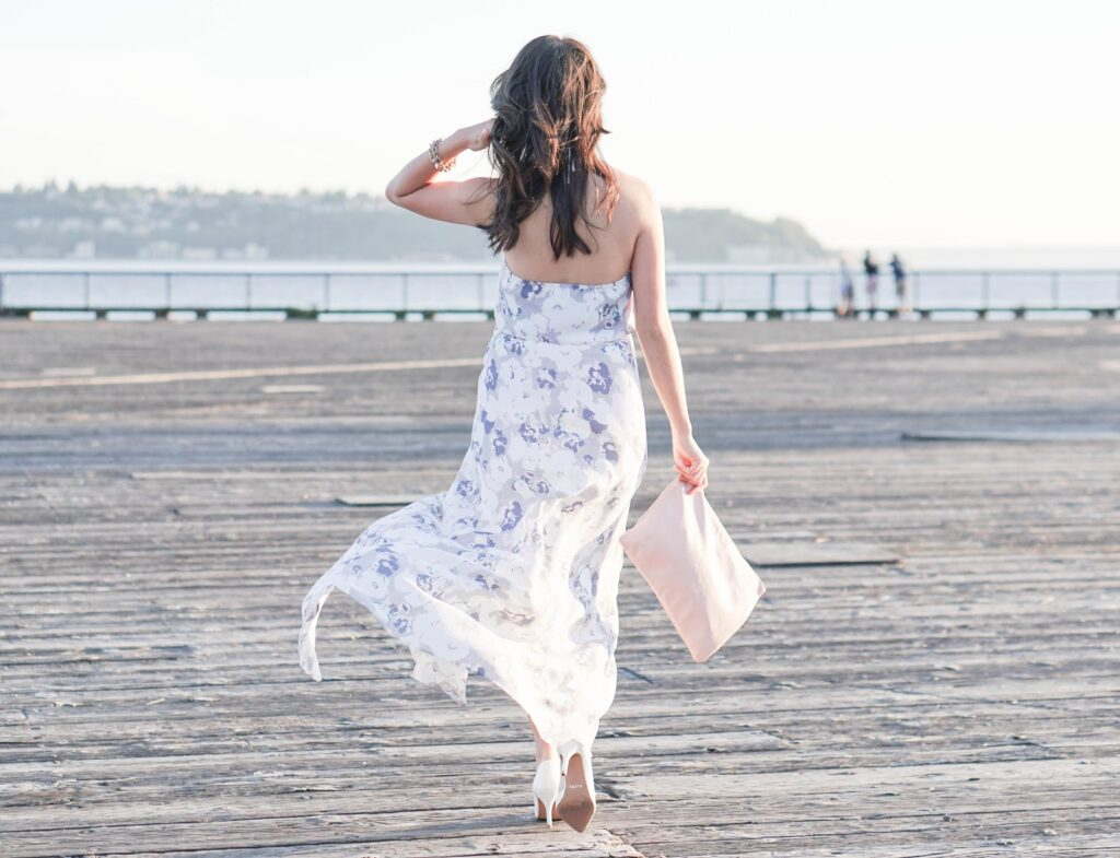 justatinabit-leith-print-slit-front-halter-maxi-dress-aldo-white-pumps-outfit-style-fashion-5-seattle-waterfront-pier