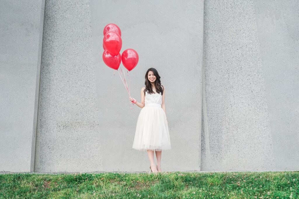 justatinabit-shabby-apple-cream-tulle-midi-skirt-lace-top-blogversary-outfit-red-balloons-macaron-cafe-olympic-sculpture-park-photos