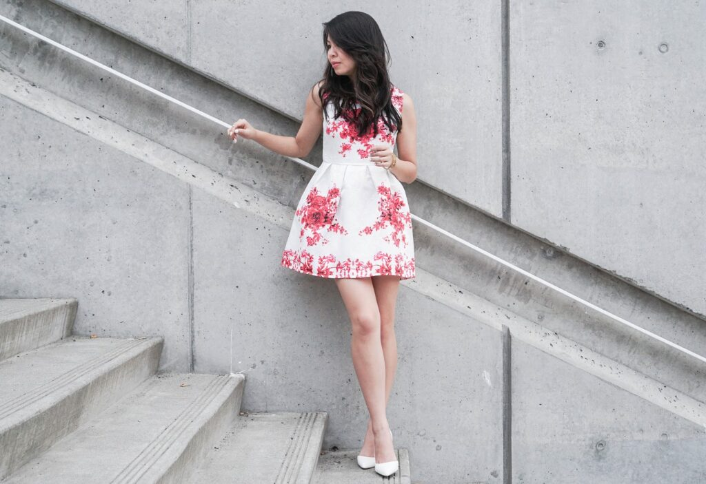 justatinabit-choies-clothing-white-sleeveless-flared-skater-red-floral-print-dress-white-pumps-outfit-summer