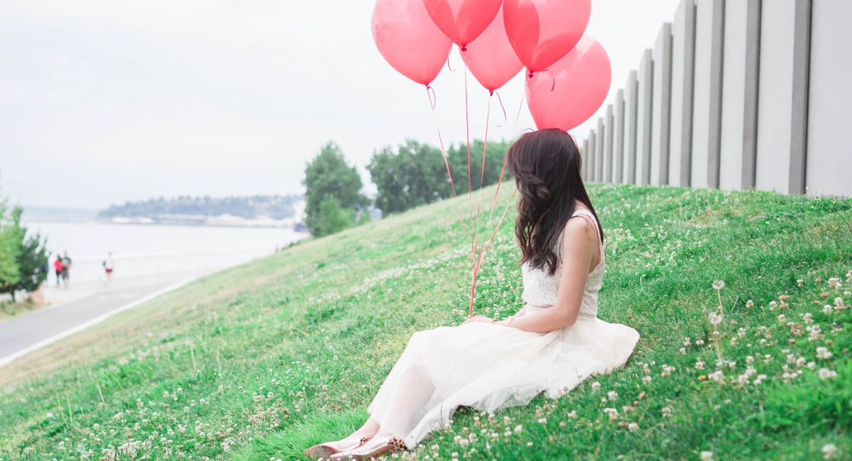 justatinabit-shabby-apple-cream-tulle-midi-skirt-lace-top-blogversary-outfit-red-balloons-macaron-cafe-olympic-sculpture-park-photos-9