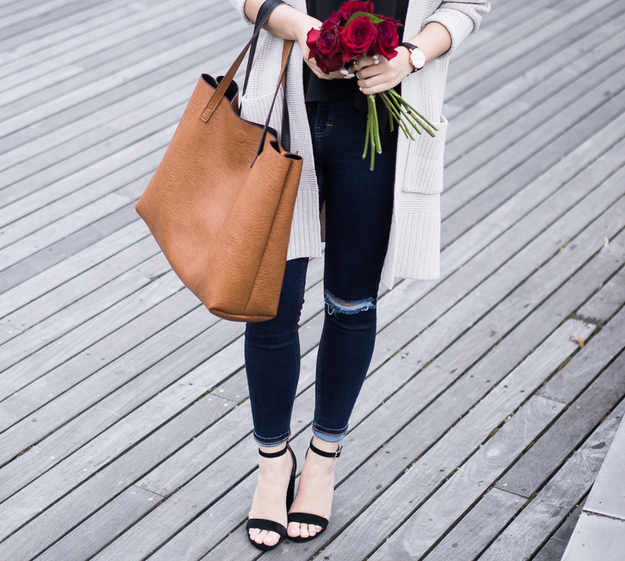 chunky cardigan sweater, ankle strap sandals, topshop skinny jeans, spring fashion