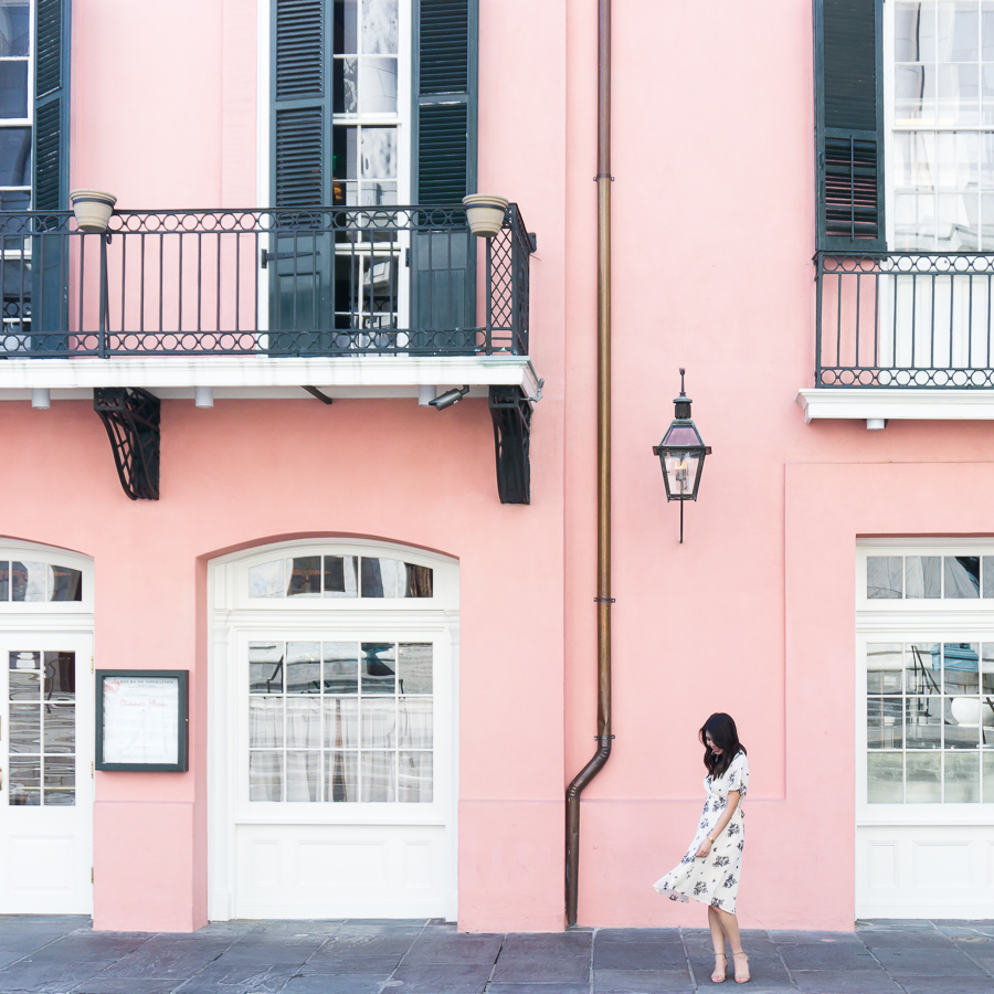 Pink wall in New Orleans French Quarter | Petite Fashion Blog