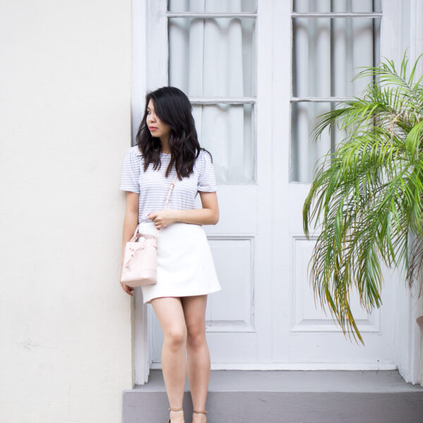 White skirt outfit with Topshop scallop mini skirt, Banana Republic puff sleeve tee | Petite Fashion Blog