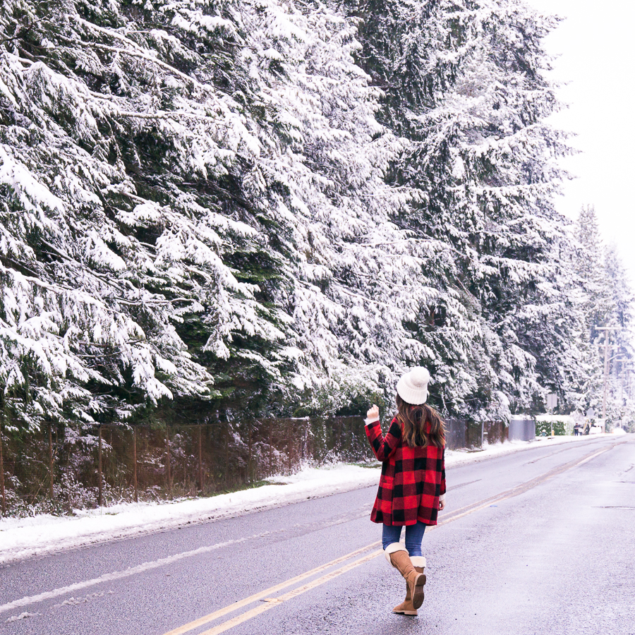 2 Snow Outfits That Are Chic And Comfy Just A Tina Bit