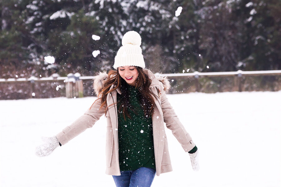 Snow outfits, winter fashion, duffle coat, cable knit sweater, mittens, pom pom beanie, rain boots, Seattle fashion blogger