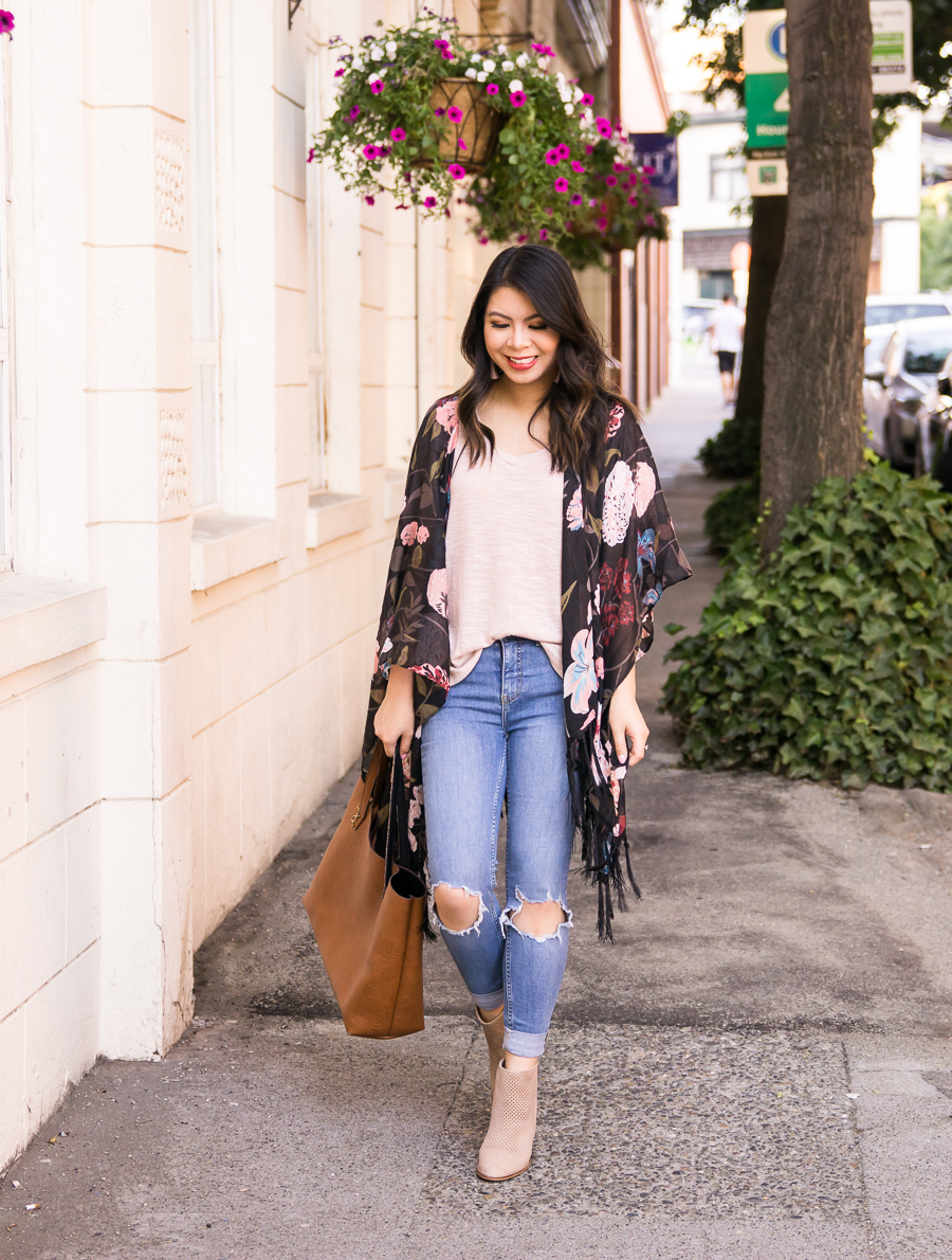 65f691298b8c37 Dark floral kimono outfit with ripped jeans and booties