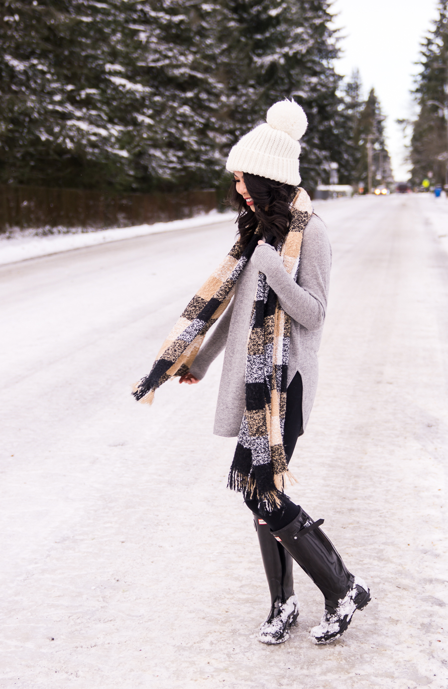 3059647487982 Snow outfits with Hunter boots, grey cashmere sweater, long sweater with  leggings, neutral